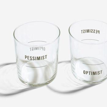 School-of-life-čaše-optimist-pesimist