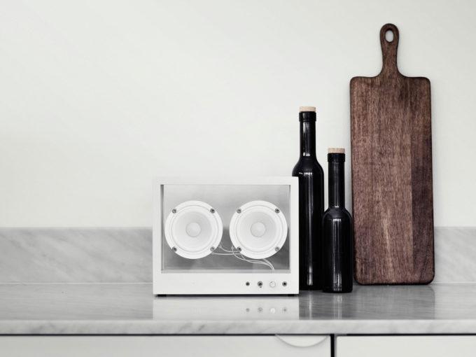 transparen sound bijeli stakleni zvučnik veličine s lifestyle